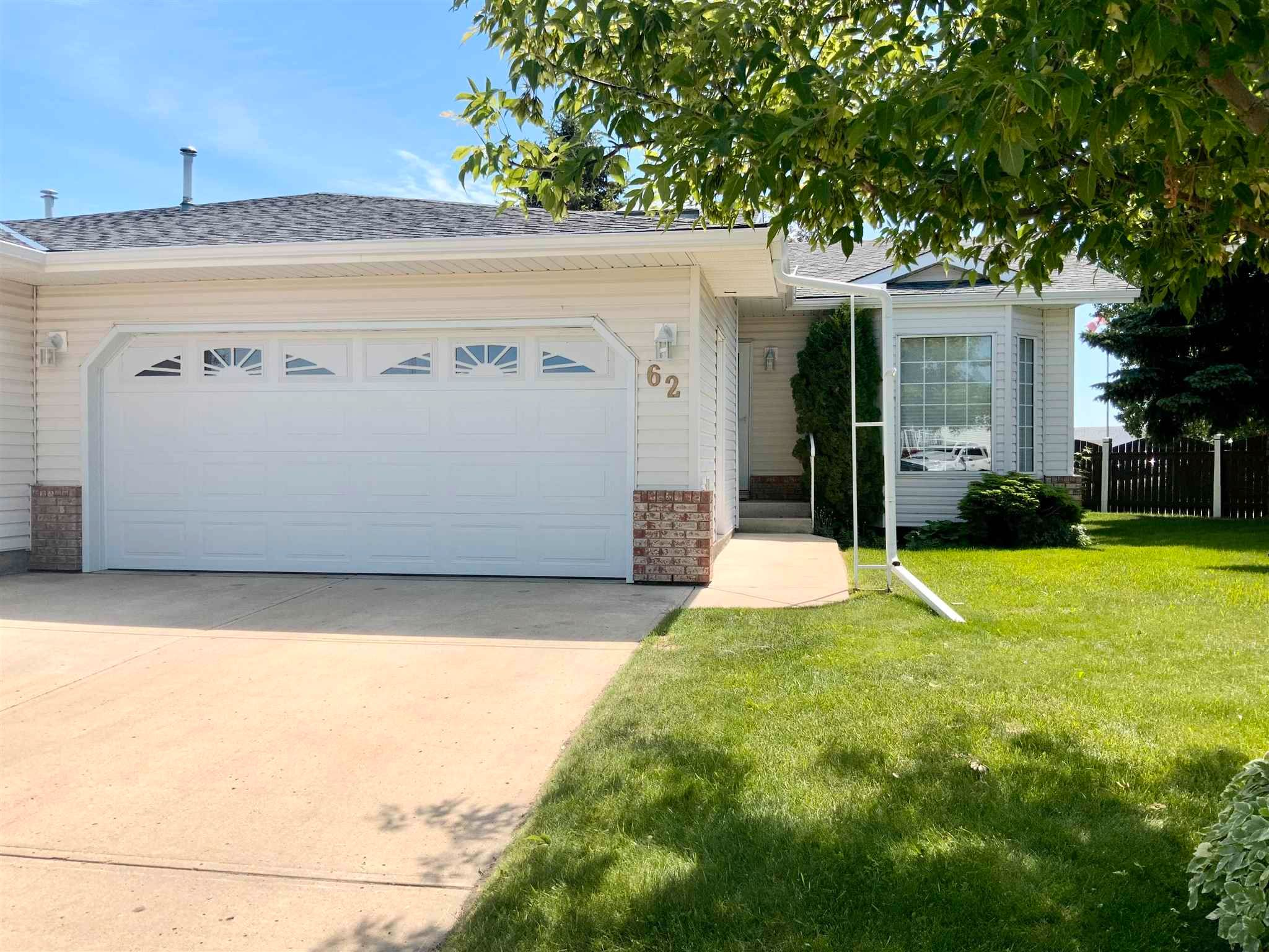 Main Photo: 62 4410 52 Avenue: Wetaskiwin House Half Duplex for sale : MLS®# E4250972
