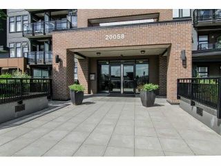 """Photo 2: 402 20058 FRASER Highway in Langley: Langley City Condo for sale in """"VARSITY"""" : MLS®# R2228955"""