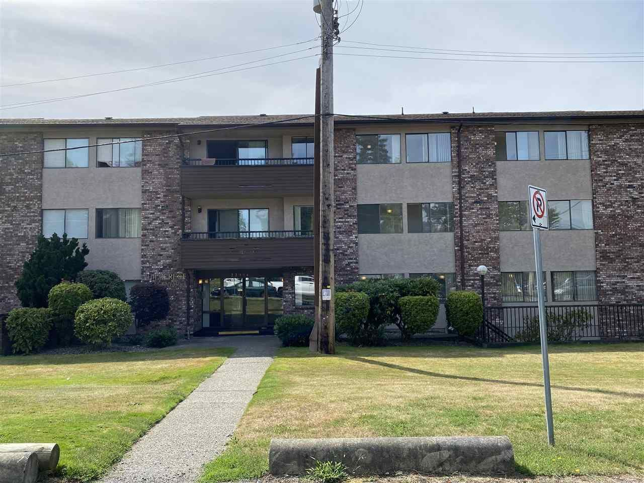 """Main Photo: 208 33956 ESSENDENE Avenue in Abbotsford: Central Abbotsford Condo for sale in """"Hillcrest Manor"""" : MLS®# R2490078"""
