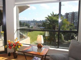 "Photo 2: 304 1450 PENNYFARTHING Drive in Vancouver: False Creek Condo for sale in ""HARBOUR COVE"" (Vancouver West)  : MLS®# V874456"