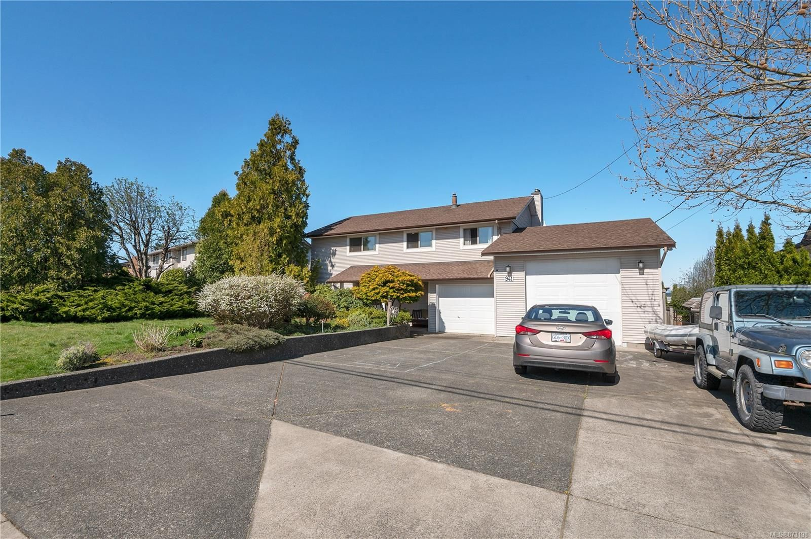 Main Photo: 941 Kalmar Rd in : CR Campbell River Central House for sale (Campbell River)  : MLS®# 873198