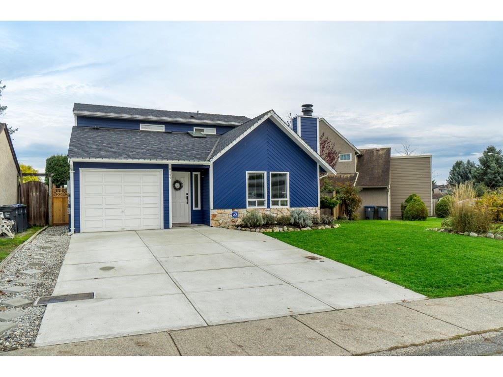 Main Photo: 6144 194 Street in Surrey: Cloverdale BC House for sale (Cloverdale)  : MLS®# R2419983