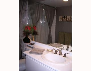 """Photo 8: 403 1566 W 13TH Avenue in Vancouver: Fairview VW Condo for sale in """"ROYAL GARDENS"""" (Vancouver West)  : MLS®# V768607"""