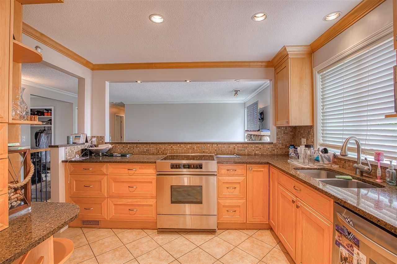 """Photo 6: Photos: 8137 WILTSHIRE BOULEVARD Boulevard in Delta: Nordel House for sale in """"Canterbury Heights"""" (N. Delta)  : MLS®# R2474823"""