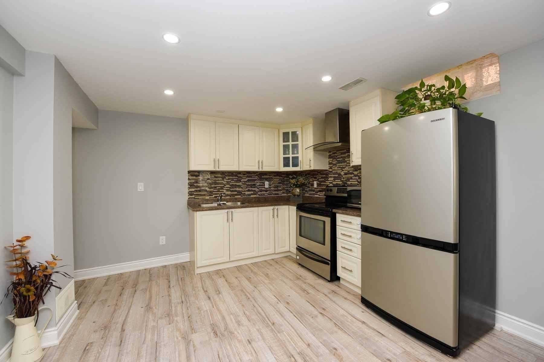 Photo 3: Photos: 20 Hallen Road in Brampton: Fletcher's West House (Apartment) for lease : MLS®# W5074220