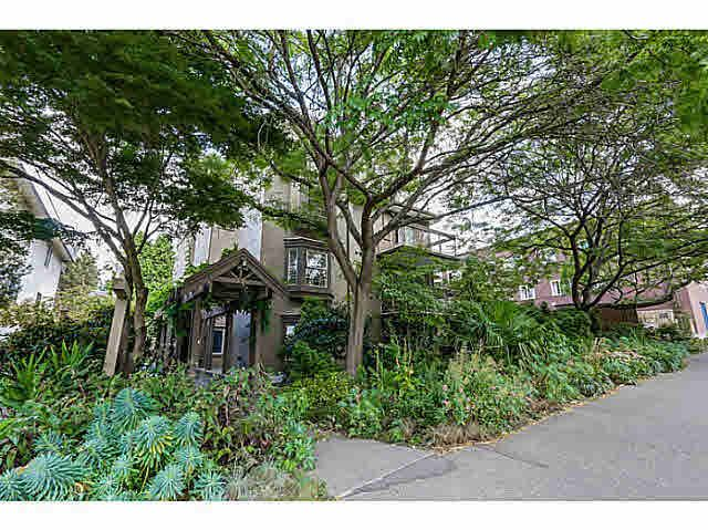 """Main Photo: 302 1689 E 4TH Avenue in Vancouver: Grandview VE Condo for sale in """"ANGUS MANOR"""" (Vancouver East)  : MLS®# V1135533"""
