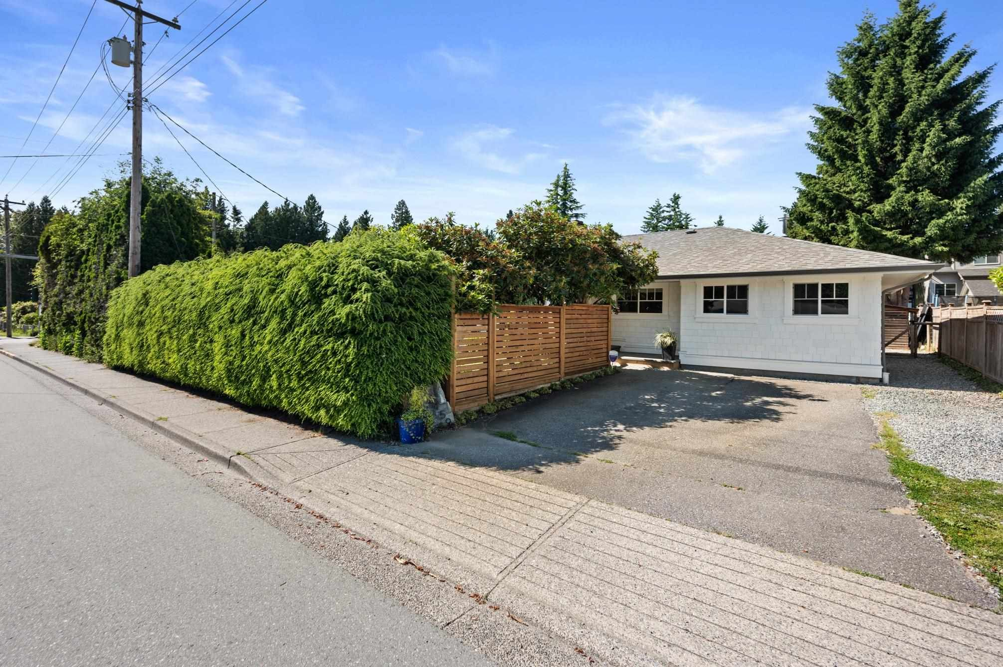 Photo 2: Photos: 32459 7TH Avenue in Mission: Mission BC House for sale : MLS®# R2595099
