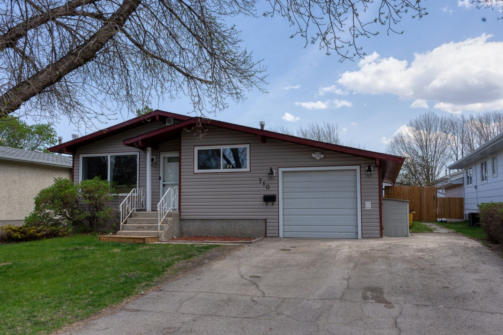 Main Photo: 710 9th Street NW in Portage la Prairie: House for sale : MLS®# 202112105