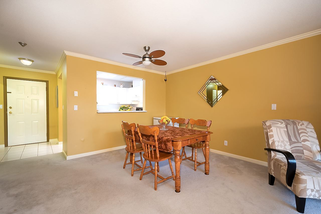 """Photo 3: Photos: 306 9767 140 Street in Surrey: Whalley Condo for sale in """"Fraser Gate"""" (North Surrey)  : MLS®# R2441933"""