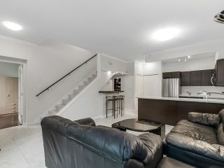 "Photo 3: 1190 RICHARDS Street in Vancouver: Yaletown Townhouse for sale in ""Park Plaza"" (Vancouver West)  : MLS®# V1122605"