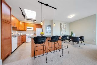 """Photo 4: 704 2655 CRANBERRY Drive in Vancouver: Kitsilano Condo for sale in """"NEW YORKER"""" (Vancouver West)  : MLS®# R2579388"""