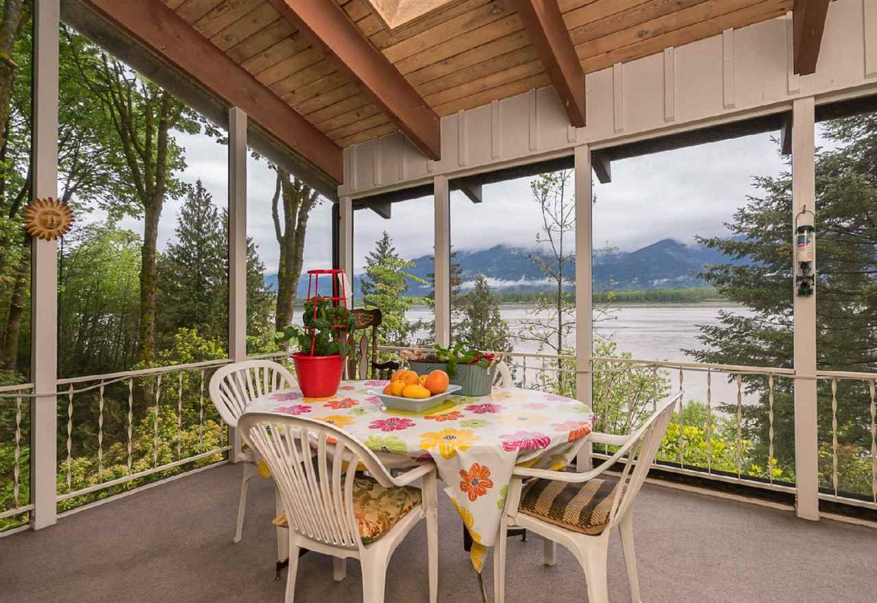 """Photo 3: Photos: 42831 OLD ORCHARD Road in Chilliwack: Chilliwack Mountain House for sale in """"CHILLIWACK MOUNTAIN"""" : MLS®# R2202760"""