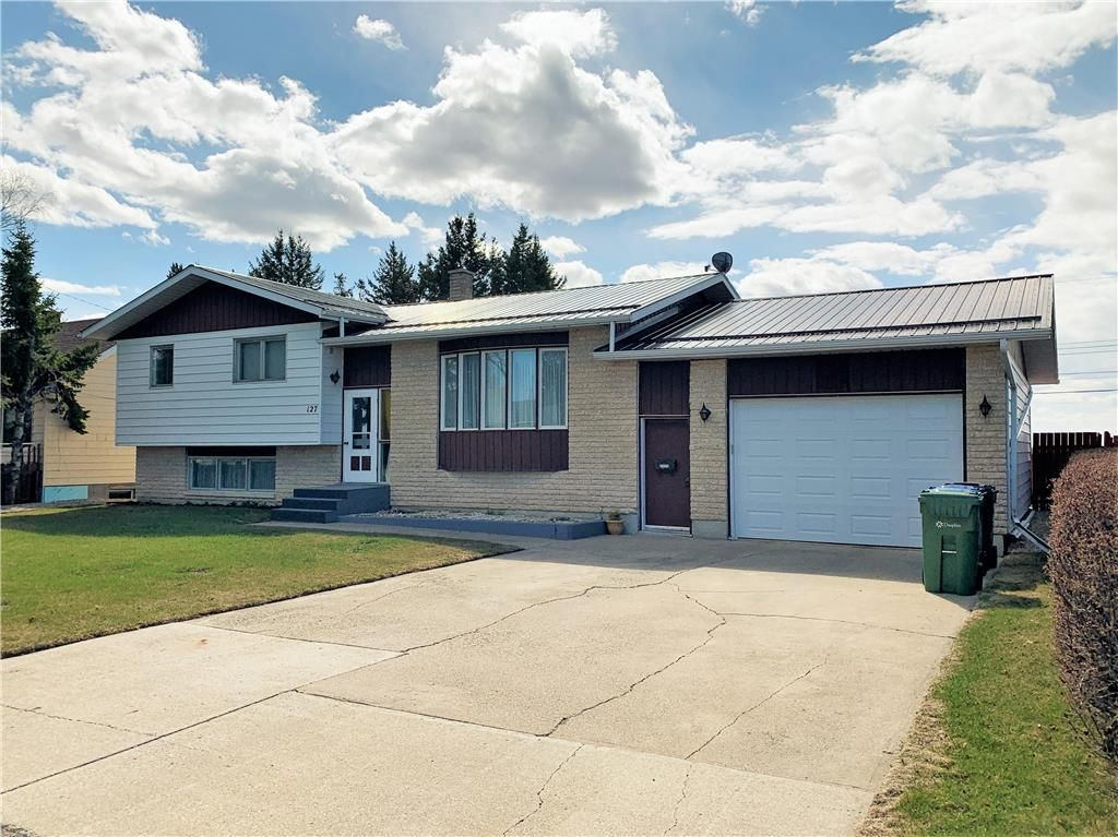 Main Photo: 127 West Street in Dauphin: R30 Residential for sale (R30 - Dauphin and Area)  : MLS®# 202102683
