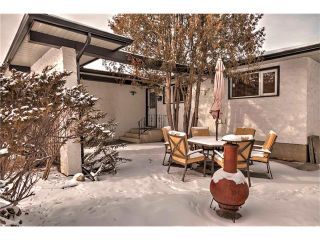Photo 2: 5055 VANTAGE Crescent NW in Calgary: Varsity House for sale : MLS®# C4103507