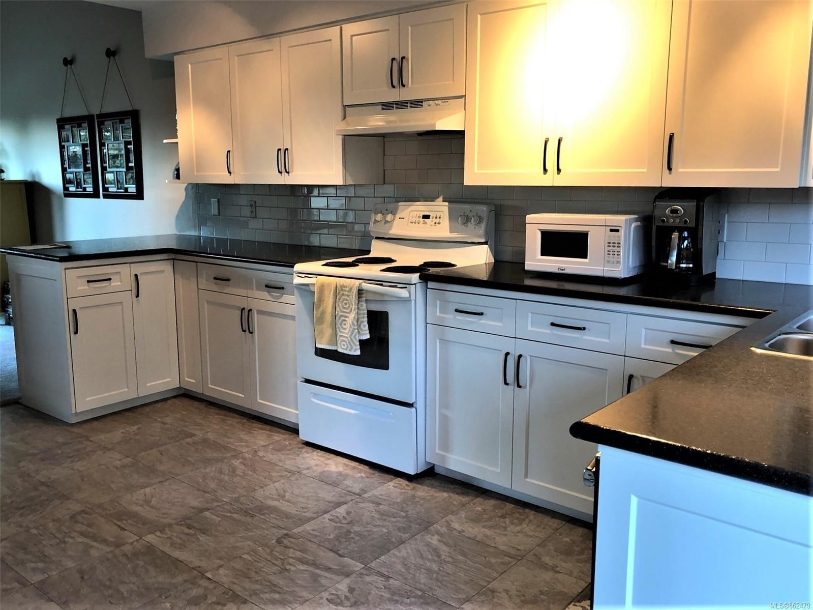 Photo 17: Photos: 6 570 W CRESCENT Rd in : PQ Qualicum Beach Row/Townhouse for sale (Parksville/Qualicum)  : MLS®# 862479