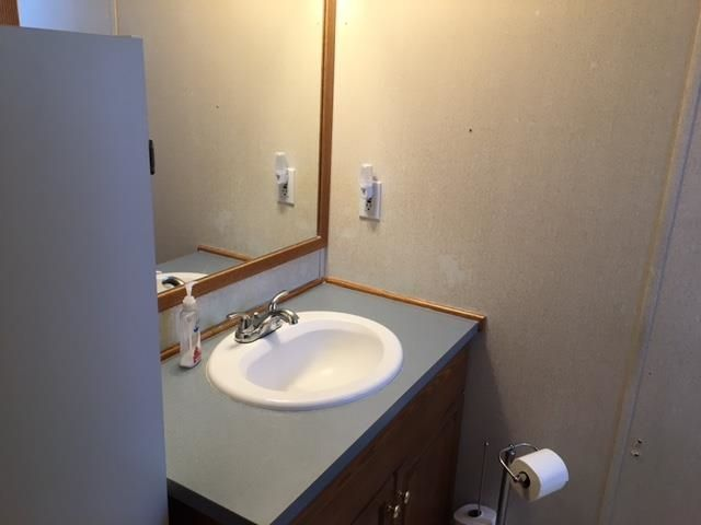 """Photo 10: Photos: 42 654 NORTH FRASER Drive in Quesnel: Quesnel - Town Manufactured Home for sale in """"RIVER WALK MOBILE HOME PARK"""" (Quesnel (Zone 28))  : MLS®# R2573309"""