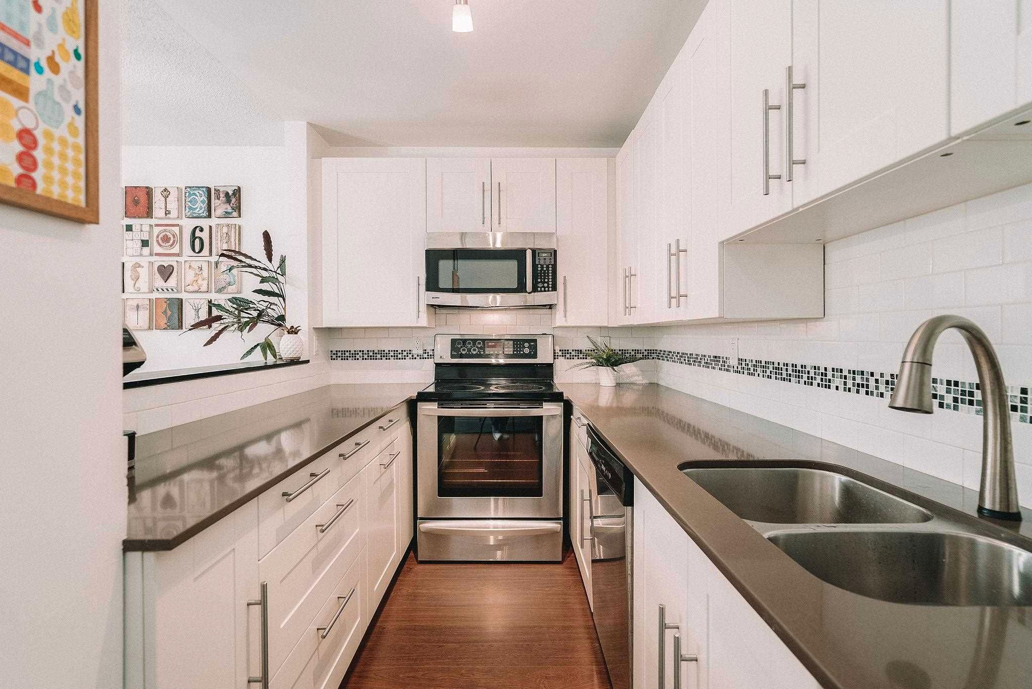 Main Photo: 103 2001 BALSAM Street in Vancouver: Kitsilano Condo for sale (Vancouver West)  : MLS®# R2601345