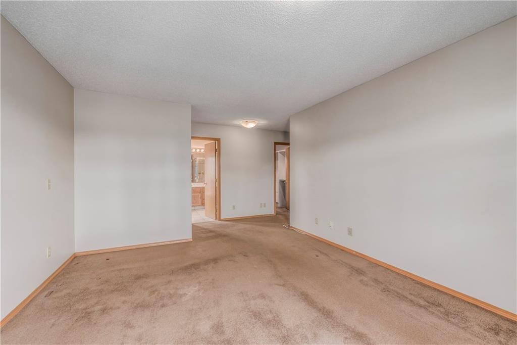 Photo 18: Photos: 2603 SIGNAL RIDGE View SW in Calgary: Signal Hill House for sale : MLS®# C4177922