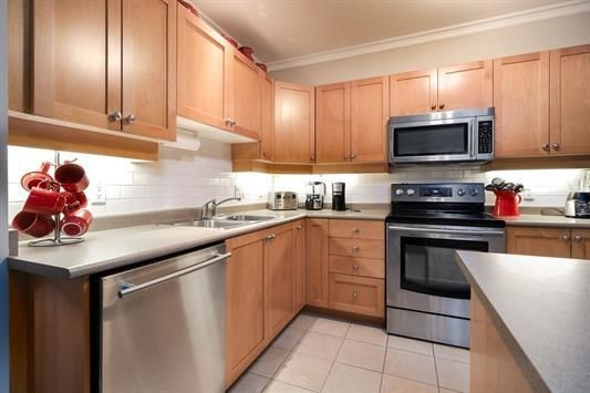 """Photo 10: Photos: 401 808 SANGSTER Place in New Westminster: The Heights NW Condo for sale in """"THE BROCTON"""" : MLS®# R2215829"""