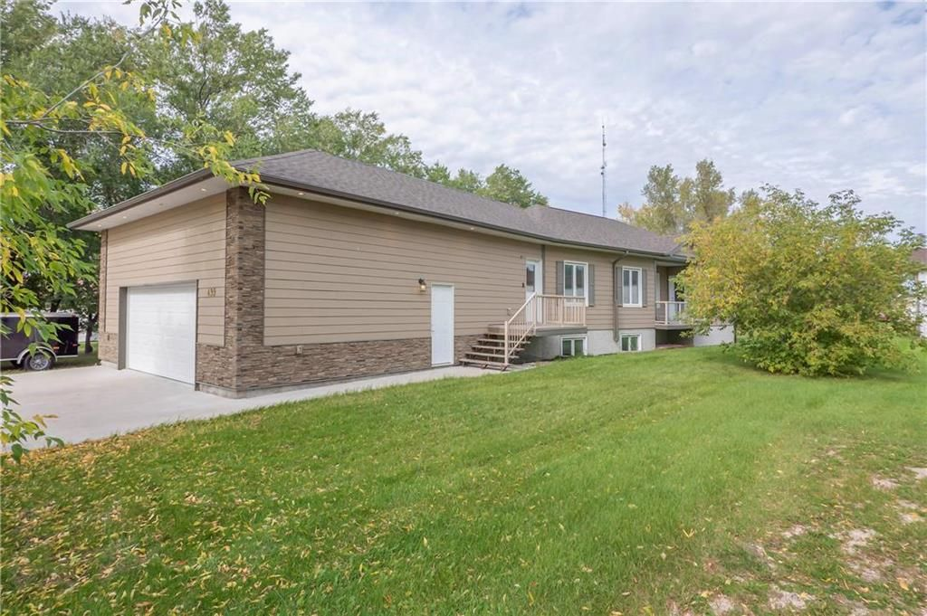 Main Photo: 499 COMINGES Street in Lorette: R05 Residential for sale : MLS®# 202123504