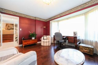 """Photo 4: 6427 CHAUCER Place in Burnaby: Buckingham Heights House for sale in """"BUCKINGHAM HEIGHTS"""" (Burnaby South)  : MLS®# R2402658"""