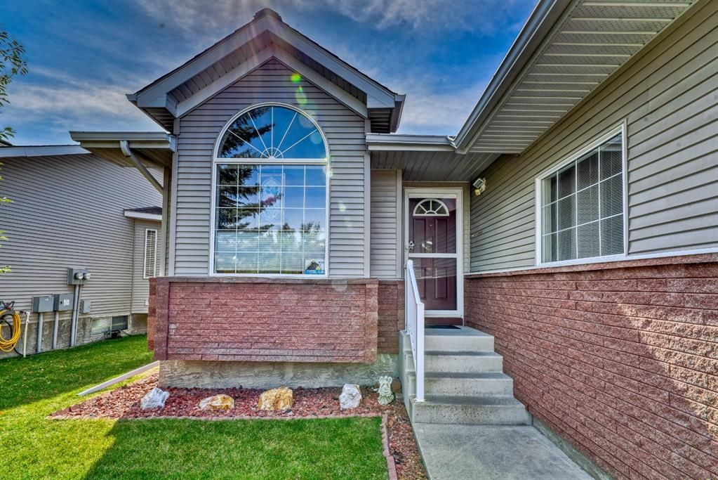 Main Photo: 7 Scotia Landing NW in Calgary: Scenic Acres Row/Townhouse for sale : MLS®# A1146386