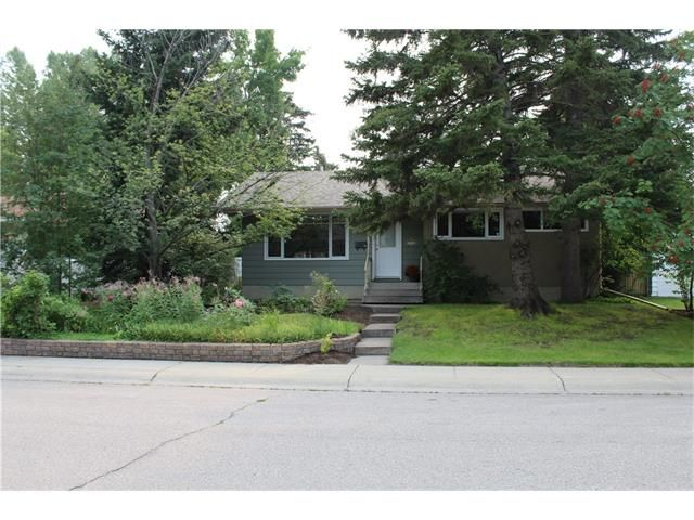 Photo 18: Photos: 3235 BEARSPAW Drive NW in Calgary: Brentwood House for sale : MLS®# C4053650