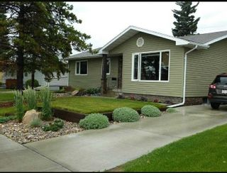 Photo 1: 15929 95 Avenue in Edmonton: Zone 22 House for sale : MLS®# E4249087