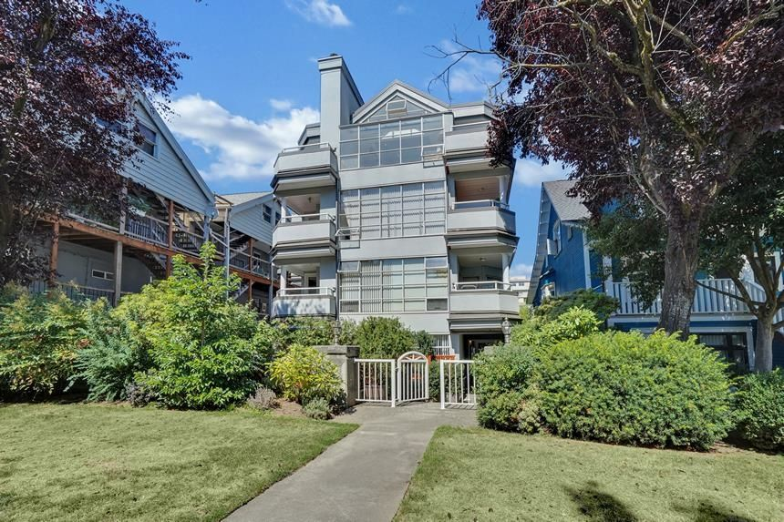 Main Photo: 302 2287 W 3RD Avenue in Vancouver: Kitsilano Condo for sale (Vancouver West)  : MLS®# R2616234