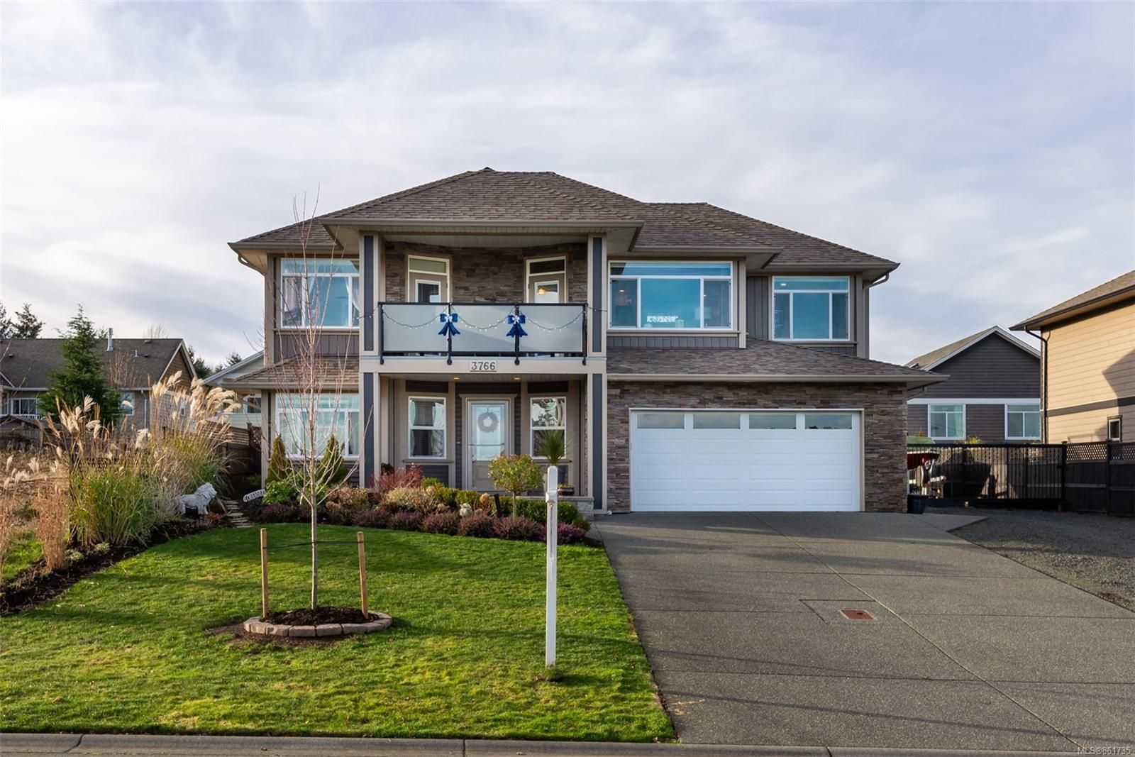 Main Photo: 3766 Valhalla Dr in : CR Willow Point House for sale (Campbell River)  : MLS®# 861735