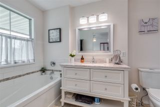 """Photo 13: 12 6140 192 Street in Surrey: Cloverdale BC Townhouse for sale in """"ESTATES AT MANOR RIDGE"""" (Cloverdale)  : MLS®# R2473669"""