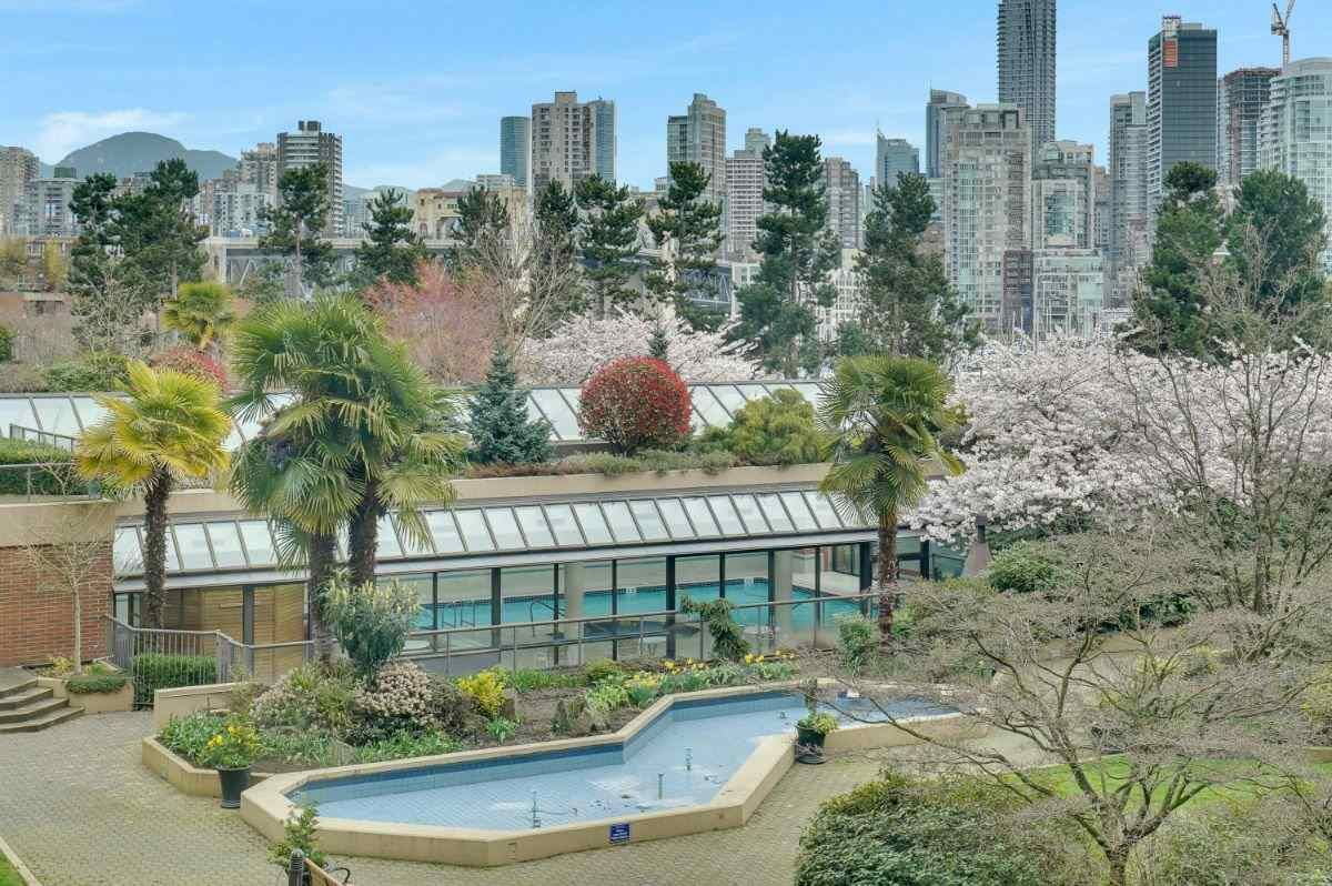"""Main Photo: 209 1490 PENNYFARTHING Drive in Vancouver: False Creek Condo for sale in """"Harbour Cove 3"""" (Vancouver West)  : MLS®# R2560559"""
