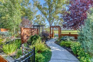 Photo 3: 1814 Westmount Boulevard NW in Calgary: Hillhurst Semi Detached for sale : MLS®# A1146295