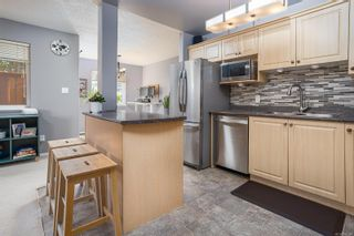 Photo 6: 758 Blackberry Rd in : SE High Quadra Row/Townhouse for sale (Saanich East)  : MLS®# 876346