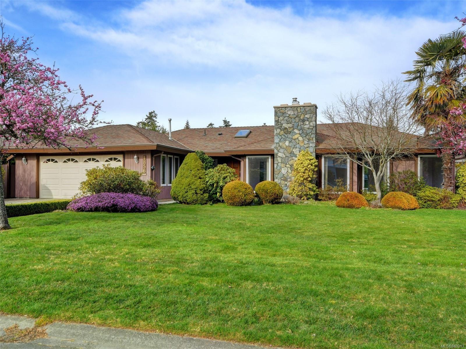 Main Photo: 1856 Hillcrest Ave in Saanich: SE Gordon Head House for sale (Saanich East)  : MLS®# 869213