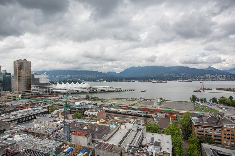 """Main Photo: 2001 108 W CORDOVA Street in Vancouver: Downtown VW Condo for sale in """"Woodwards W32"""" (Vancouver West)  : MLS®# R2465533"""