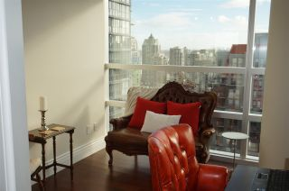 """Photo 14: 2007 1050 BURRARD Street in Vancouver: Downtown VW Condo for sale in """"Wall Centre"""" (Vancouver West)  : MLS®# R2324699"""