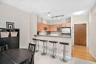 """Photo 2: 402 4723 DAWSON Street in Burnaby: Brentwood Park Condo for sale in """"COLLAGE"""" (Burnaby North)  : MLS®# R2465101"""