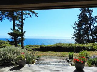 Photo 3: 2892 Fishboat Bay Rd in : Sk French Beach House for sale (Sooke)  : MLS®# 863163