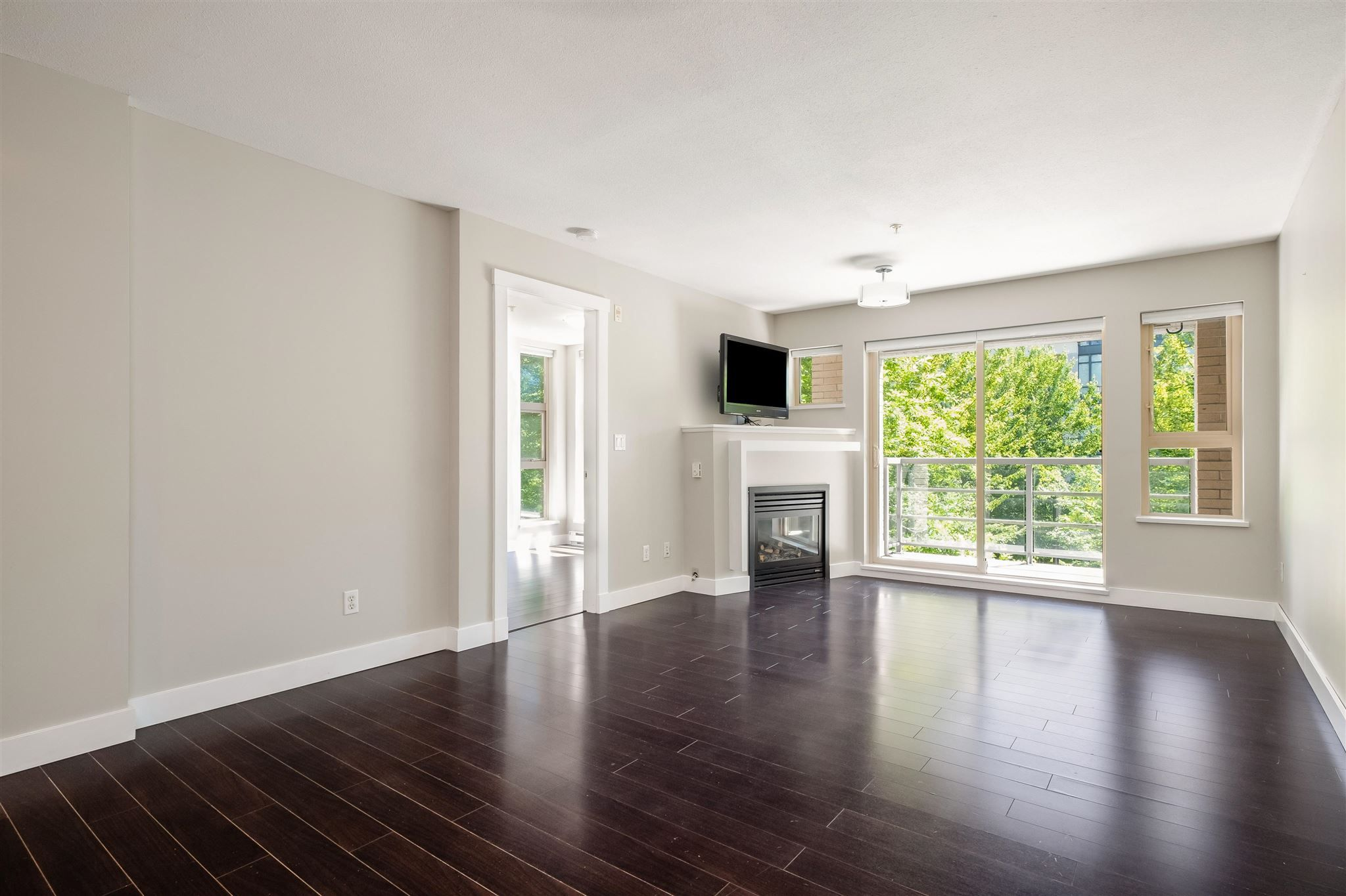 """Photo 3: Photos: 211 9339 UNIVERSITY Crescent in Burnaby: Simon Fraser Univer. Condo for sale in """"HARMONY"""" (Burnaby North)  : MLS®# R2597666"""