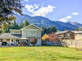 Photo 19: 1002 CYPRESS Place in Squamish: Brackendale House for sale : MLS®# R2232876