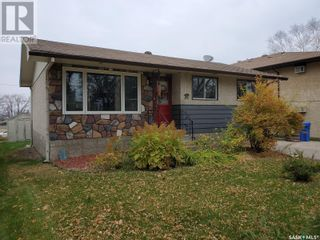 Photo 2: 50 19th ST E in Prince Albert: House for sale : MLS®# SK874088