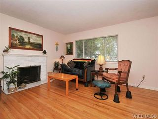 Photo 2: 3122 Doncaster Dr in VICTORIA: Vi Oaklands House for sale (Victoria)  : MLS®# 683706