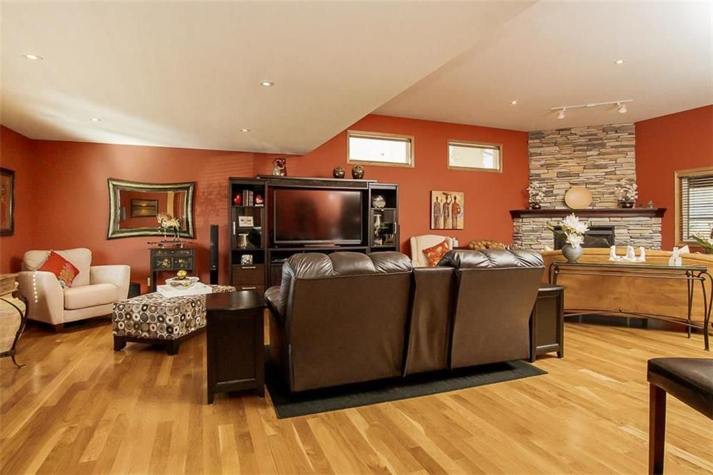 Photo 2: Photos: 23 Tiverton Bay in Winnipeg: River Park South Residential for sale (2F)  : MLS®# 202008374