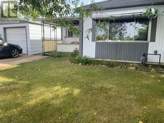 Photo 1: 11 Mobile Drive NE in Three Hills: House for sale : MLS®# A1140398