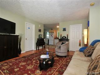 Photo 2: 1115 Norma Crt in VICTORIA: Es Rockheights Half Duplex for sale (Esquimalt)  : MLS®# 675692
