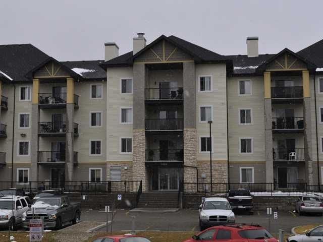 Welcome to this great 1 bedroom Condo with separate Living Room
