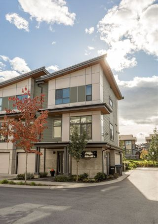 """Photo 2: 1157 NATURES Gate in Squamish: Downtown SQ Townhouse for sale in """"EAGLEWIND"""" : MLS®# R2215271"""
