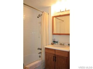 Photo 11: 211 1400 Newport Ave in VICTORIA: OB South Oak Bay Condo for sale (Oak Bay)  : MLS®# 743837