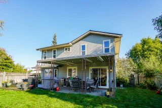 """Photo 2: 13040 62B Avenue in Surrey: Panorama Ridge House for sale in """"Panorama Park"""" : MLS®# R2512793"""